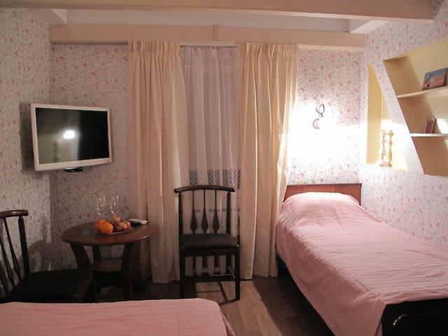 Уютная комната с видом на море cuntry style