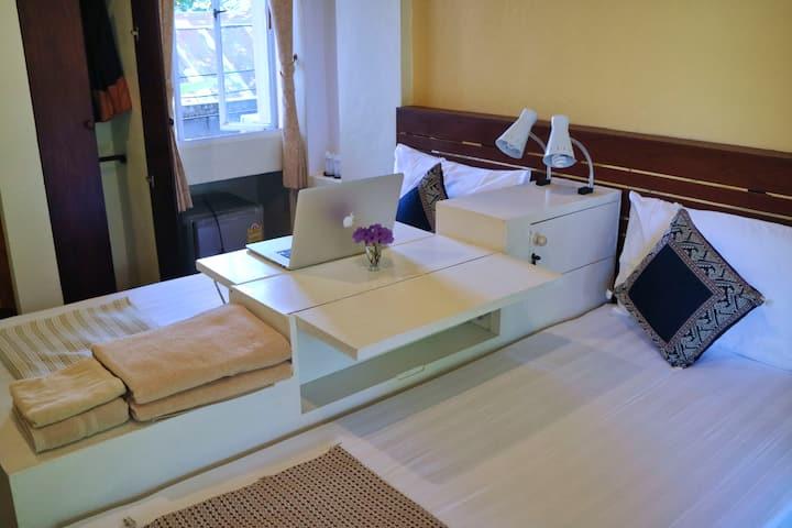 Suk Santi Room 4