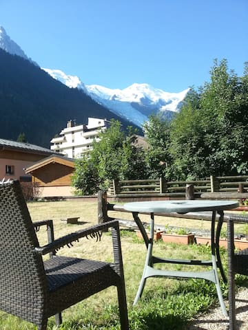 Breakfast with a view over Mont-Blanc