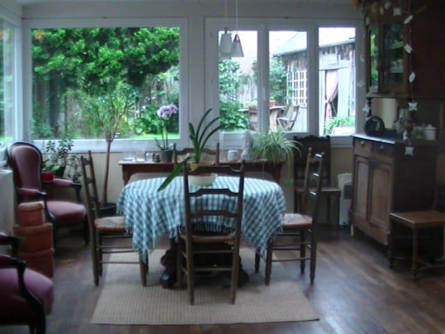 Maison bretonne bourg de Pleyben 4-5 chambres. - Pleyben