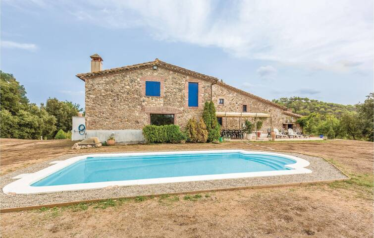 Holiday cottage with 5 bedrooms on 285 m² in Masia Mas Costa