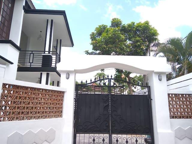 Zaskia & jasmine house