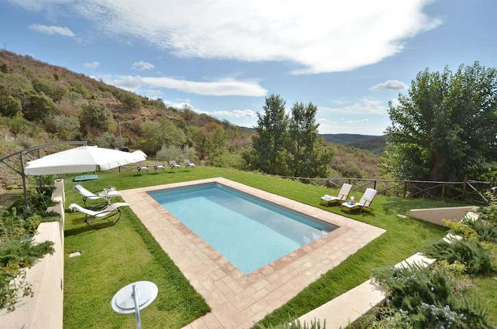 Villa in Chianti with private pool. 6 to 8 guest