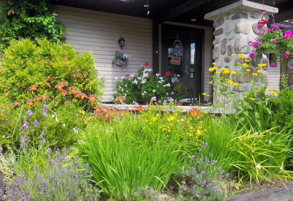 Auberge au phil de l 39 eau m sange bed breakfasts for for Auberge autre jardin quebec