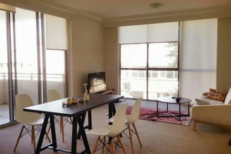 Cozy, Bright room with modern furnishing - Waterloo