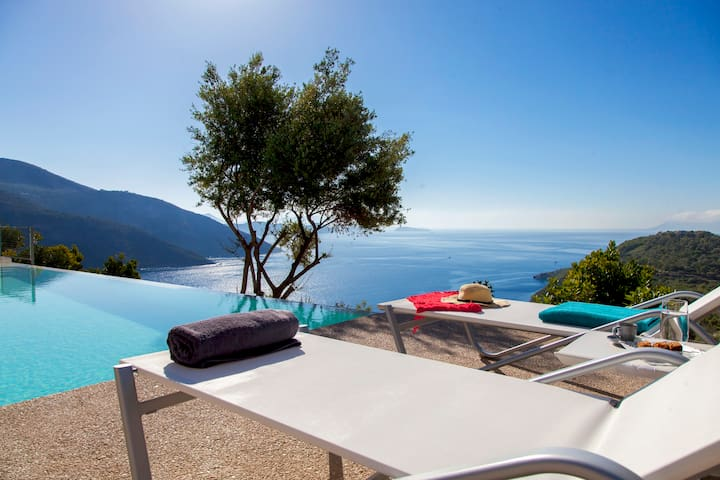 Luxurious Villa with Saltwater Pool