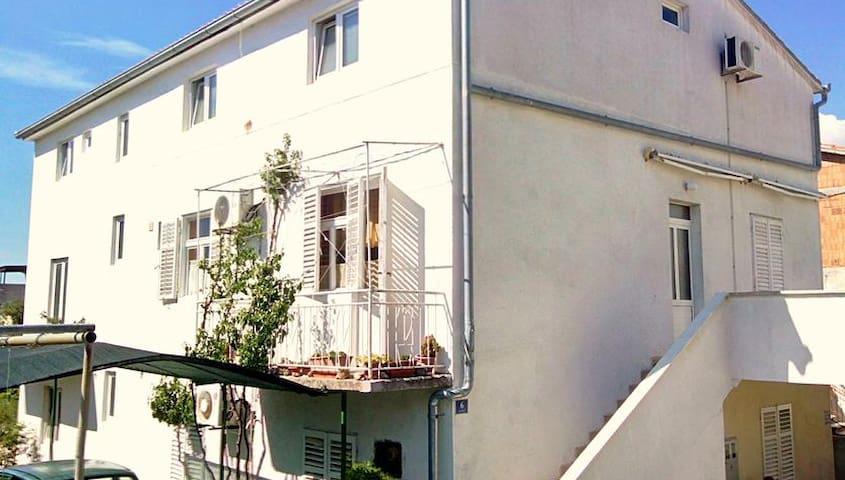 Step to the sea apartment Natasa - Tkon - Apartment