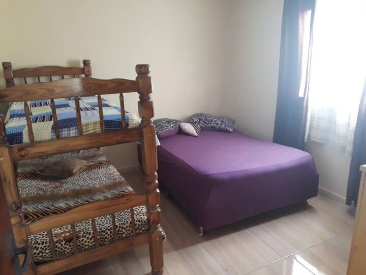 Alugo camas 1 x 50 ou quarto por 250 p/ 5  x dia