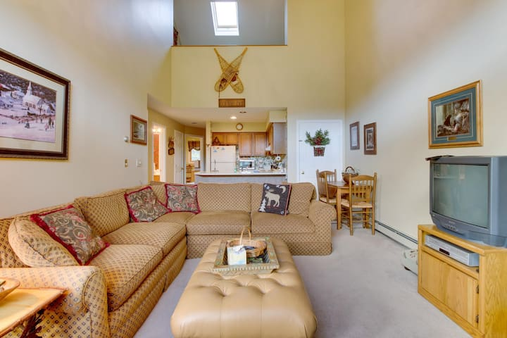 Ski condo near Pico Mountain w/ slope views, access to a shared pool!