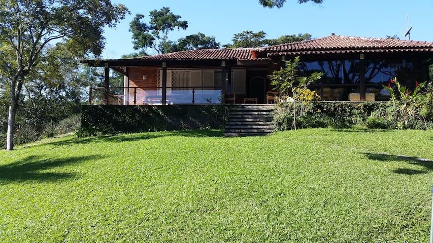 Sítio no Rio de Janeiro meio ao verde para família