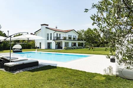 Villa    Inner Place