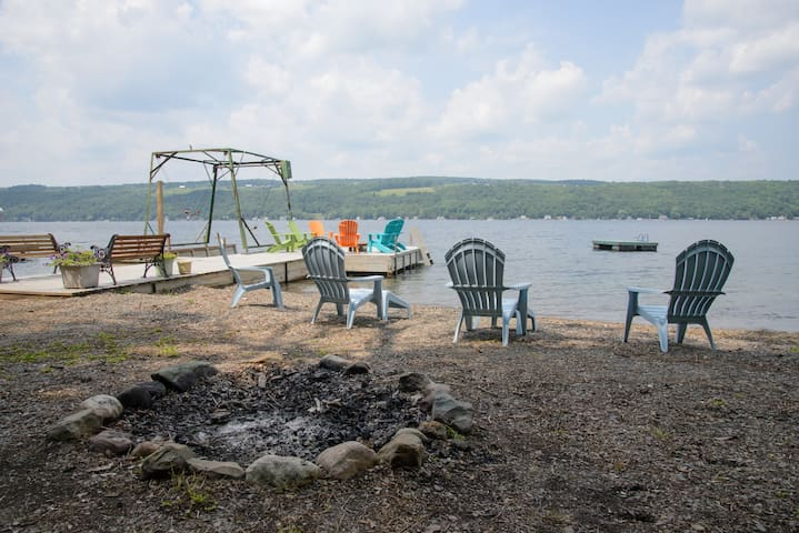 Large Keuka Lakefront Home - Hammondsport - บ้าน