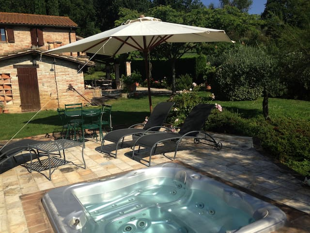 Perugia,  well renovated farmhouse