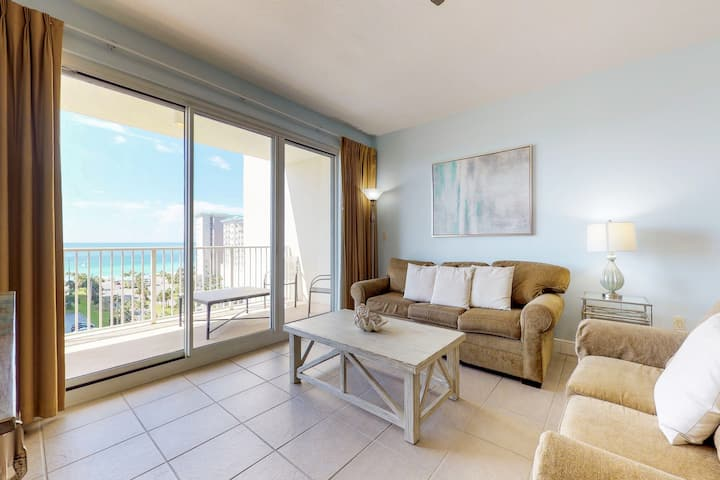 Bright and gorgeous condo with beach views and shared pool, hot tub
