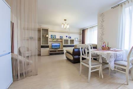 Двухкомнатная квартира в Уфе - Ufa - Flat