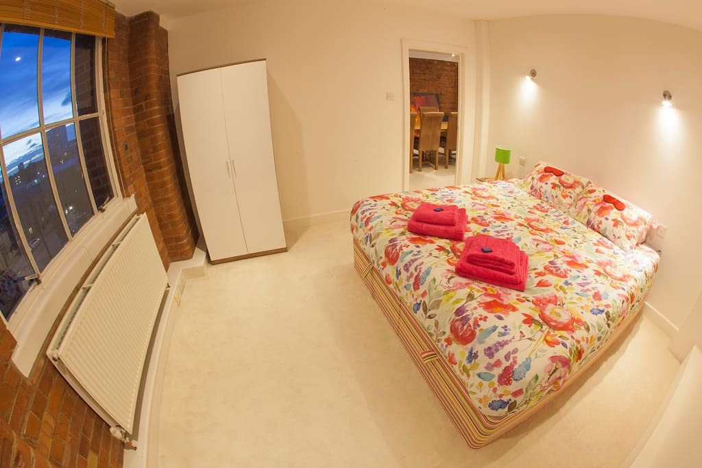 Super-kingsize bed, Eve mattress, Tempur pillows, wardrobe, chest of drawers and views of London City!
