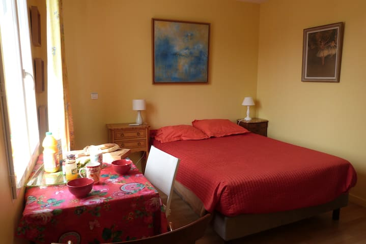 Nice room for 2 near Versailles (Viroflay) - Viroflay - Haus