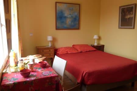 Nice room for 2 near Versailles (Viroflay) - Viroflay - Casa