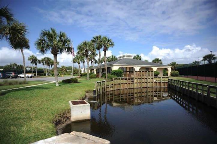 Beautiful Condo 100 Yards from the - Saint Augustine Beach - Apartamento