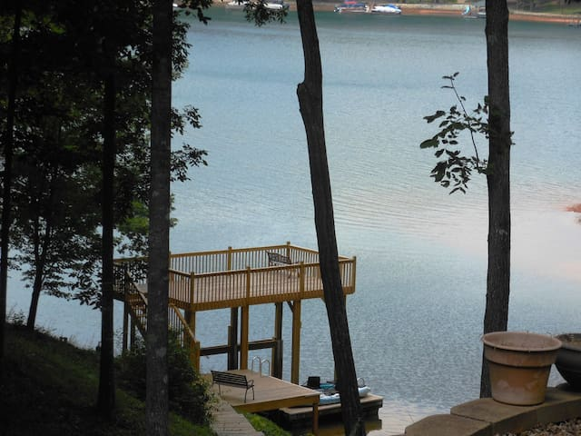 Keowee/Clemson Private 2 BR Waterfront Suite - Seneca - Дом