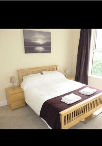 Spacious rooms, Liverpool 15 mins - Birkenhead - Casa