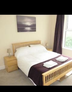 Spacious rooms, Liverpool 15 mins - Birkenhead