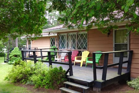 Lake Huron Cedars   Well maintained cottage - Kincardine - Бунгало