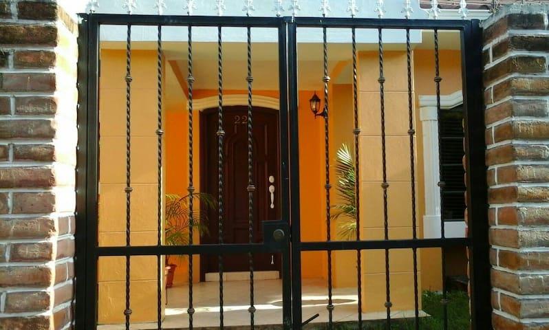 Gorgeous Casa Gardenia 22 - Managua - Rumah