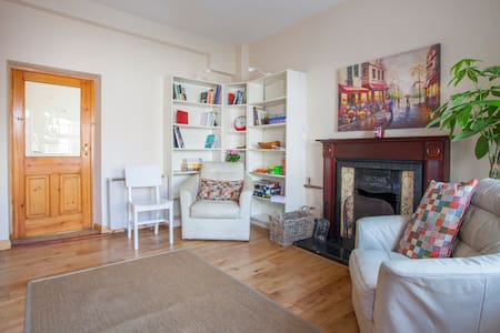 This charming and newly renovated house is right in the heart of Galway city center.  The Saturday market is literally at your doorstep.  Bowling Green is one of oldest areas of Galway and has a real sense of neighborhood, city centre, but quiet.