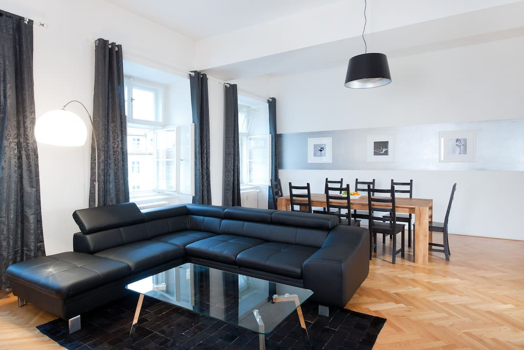 Living & Dinning area: very spacious for a group of friends