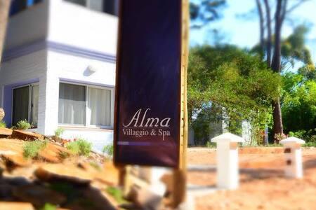 Casas con servicios de gran hotel - La Pedrera