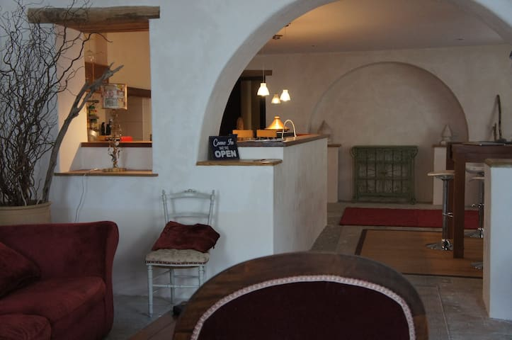 Bel apt-loft 2 chambres bien placé