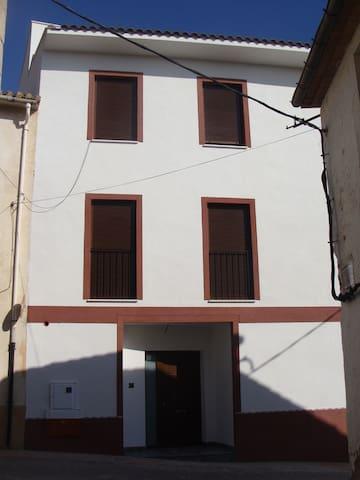CASA DE PUEBLO - GAIANES - Huis
