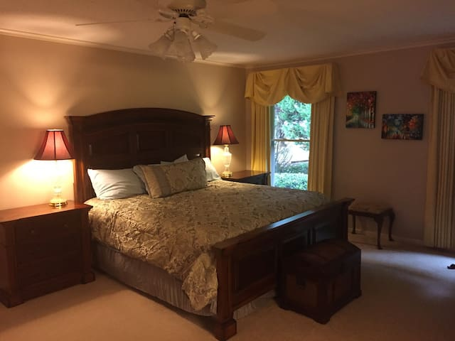 Master Suite with hot tub access - Spartanburg - บ้าน
