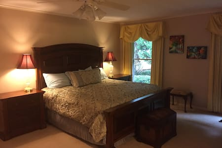 Master Suite with hot tub access - Spartanburg - Hus
