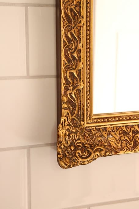 retro bathroom mirror