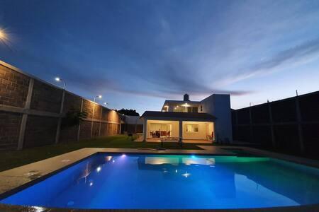 Hermosa casa con alberca privada, a 10 min Cuautla