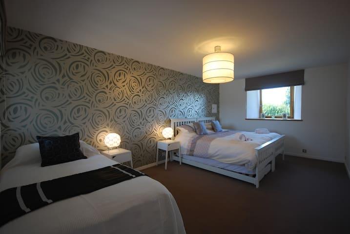 superking bedroom + single or 2 singles