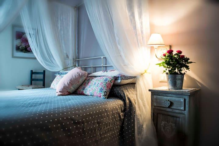 """""""Al Pino"""" Bed&Breakfast since 2004 - Grottaferrata - Huvila"""