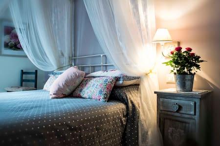 """""""Al Pino"""" Bed&Breakfast dal 2004 - Grottaferrata"""