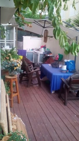 Wonderful room garden apartment. Masterbedroom. - Тель-Авив-Яффо - Дом