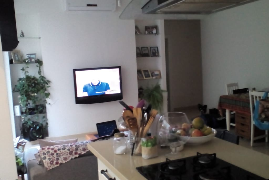 Wonderful room garden apartment masterbedroom for Negozi di arredamento del distretto di design dallas