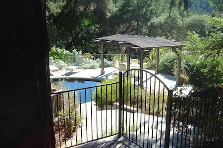 Redwood Forest Estate Sanctuary w/ Pool and Spa - Apartamento