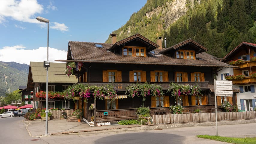 Alte Post Partenen (Alpenrose)
