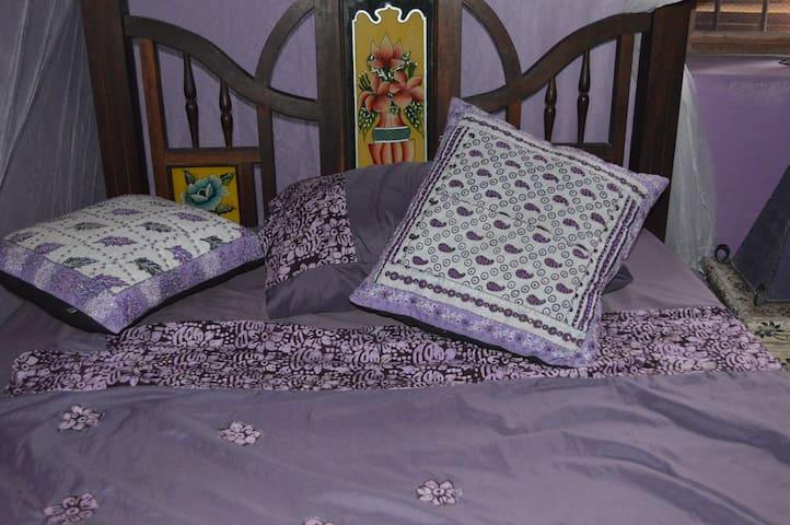 Bedroom 4 - The Purple Room - Single Bedroom - Downstairs