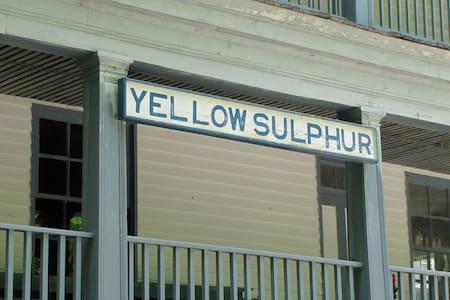 Unique property near Blacksburg! - Christiansburg - Huoneisto
