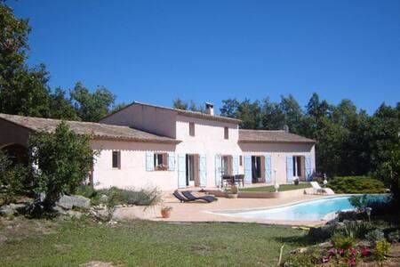 Villa orientée sud avec piscine - Saint-Cézaire-sur-Siagne