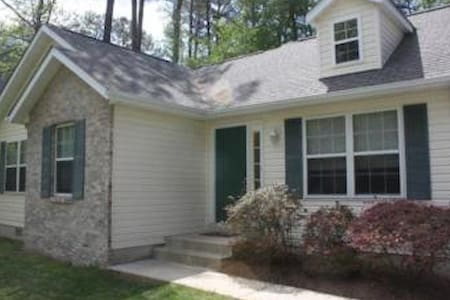 Quaint Home  Beach Community - Lusby - Hus