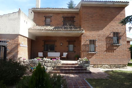 Chalet 14pax jardin 2000m y piscina - Madrona