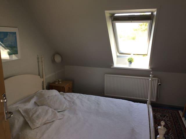 Room in farm house near the sea (7) - Knebel - Bed & Breakfast